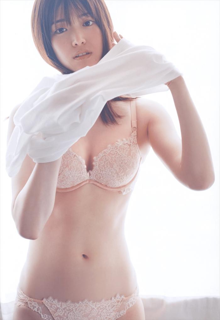 松村沙友理の最新写真集下着姿エロ画像