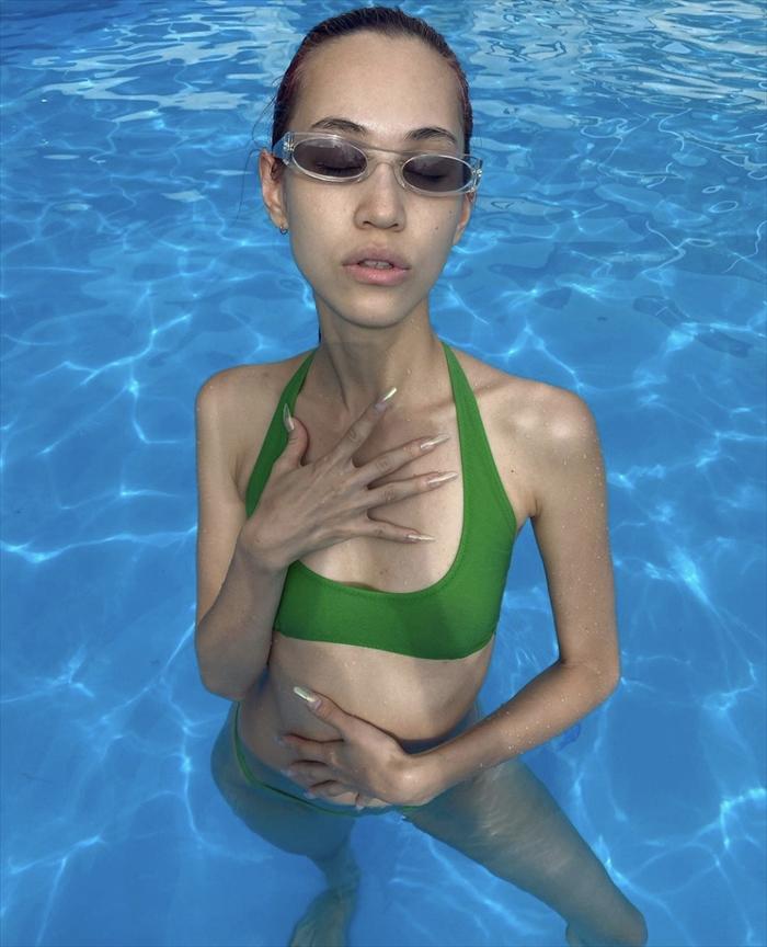 水原希子の写真集水着姿エロ画像31