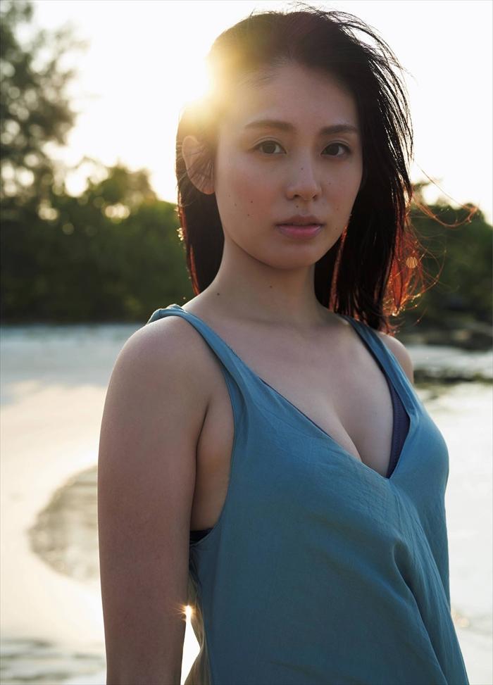 本仮屋ユイカの写真集水着エロ画像