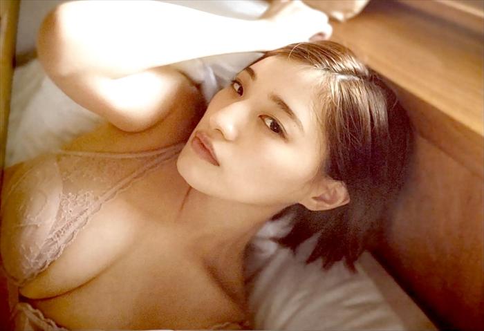 中田花奈のランジェリー下着姿画像