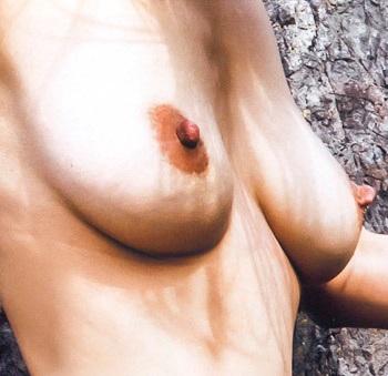 佐藤寛子の取れそうな乳首