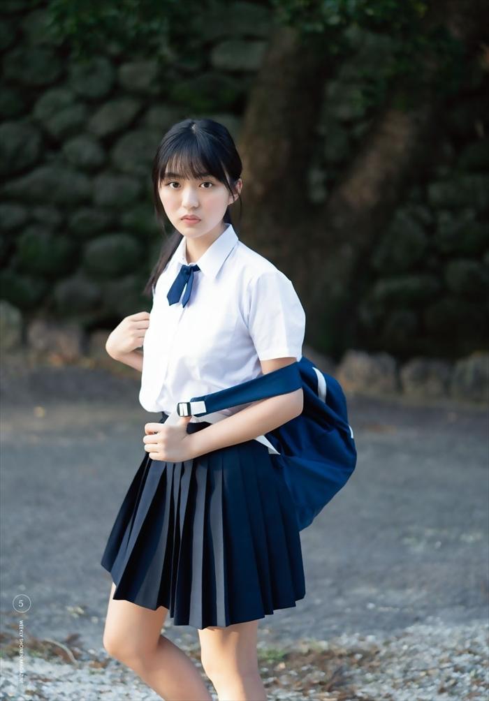 豊田ルナのDカップ制服姿エロ画像