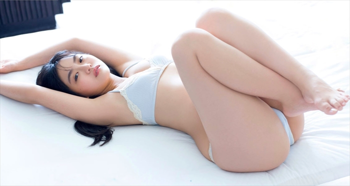 豊田ルナの下着姿マンぐり返しエロ画像